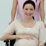 femme_enceinte_fauteil_roulant